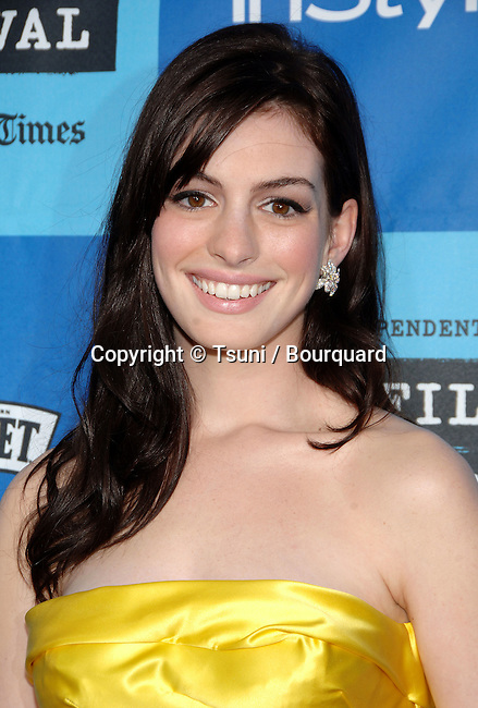 Anne Hathaway arriving at the THE DEVIL WEARS PRADA at the Westwood Theatre In Los Angeles. June 22, 2006.