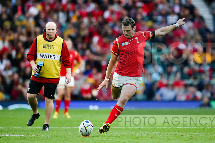 Wales' Dan Biggar kicks a penalty - Rugby World Cup 2015 - Pool A - Australia v Wales - Twickenham Stadium - London- England - 10th October 2015 - Picture Charlie Forgham Bailey/Sportimage