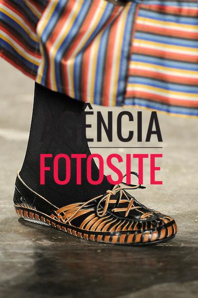 São Paulo, Brasil – 19/01/2009 - Detalhe do desfile da grife Isabela Capeto durante o São Paulo Fashion Week  -  Inverno 2009. Foto: Olivier Claisse / Ag. Fotosite