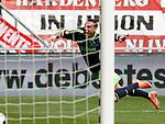Nederland, Enschede, 29 april 2012.Eredivisie.Seizoen 2011-2012.FC Twente-Ajax.Nikolay Mihaylov (r.), keeper (doelman) van FC Twente (niet in beeld) brengt Gregory van der Wiel van Ajax ten val, in het strafschopgebied.