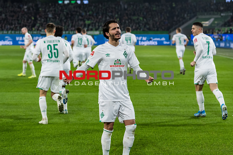 01.12.2019, Volkswagen Arena, Wolfsburg, GER, 1.FBL, VfL Wolfsburg vs SV Werder Bremen<br /> <br /> DFL REGULATIONS PROHIBIT ANY USE OF PHOTOGRAPHS AS IMAGE SEQUENCES AND/OR QUASI-VIDEO.<br /> <br /> im Bild / picture shows<br /> Jubel 0:1, <br /> Leonardo Bittencourt (Werder Bremen #10) jubelt mit, <br /> <br /> Foto © nordphoto / Ewert