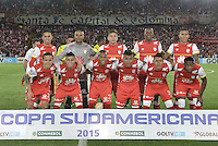 BOGOTÁ - COLOMBIA -29-10-2015: Jugadores de Santa Fe posan para una foto durante los actos protocolarios previo al encuentro de vuelta entre Independiente Santa Fe (COL) y Independiente (ARG) por cuartos de final, llave S3, de la Copa Sudamericana 2015 jugado en el estadio Nemesio Camacho El Campín de la ciudad de Bogota./ Players of Santa Fe pose to a photo during the formal events prior the secong leg match between Independiente Santa Fe (COL) and Independiente (ARG) for the quarter finals, key S3, of the Copa Sudamericana 2015 played at Nemesio Camacho El Campin stadium in Bogota city.  Photo: VizzorImage/ Gabriel Aponte /Staff