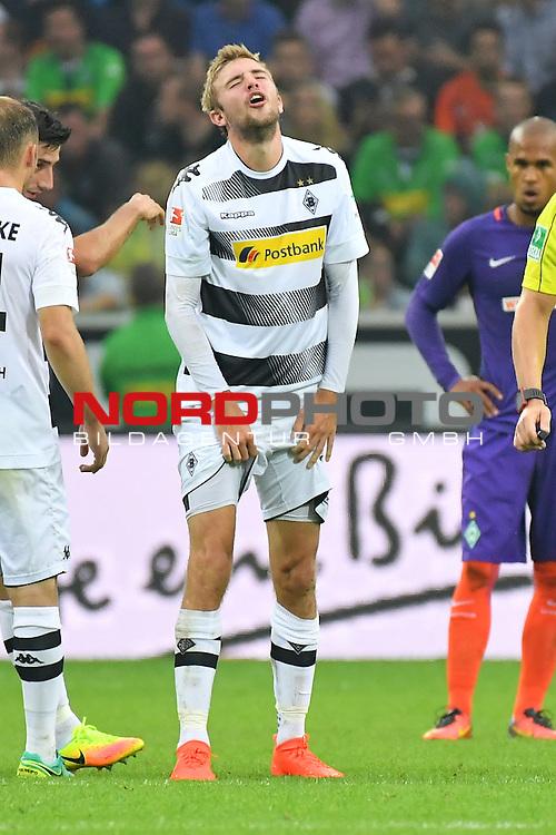 17.09.2016, Borussia-Park, Moenchengladbach, GER, 1.FBL., Borussia Moenchengladbach vs. SV Werder Bremen  <br /> <br /> im Bild / picture shows: <br /> Christoph Kramer (Borussia Moenchengladbach #6) verletzt sich an den Weichteilen Schmerzen, schmerzverzerrtes Gesicht .. AUA <br /> <br /> <br /> <br /> Foto &copy; nordphoto / Meuter