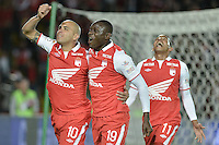 BOGOTÁ -COLOMBIA, 19-06-2013. Jugadores de Santa Fe celebran un gol en contra de Millonarios durante partido de los cuadrangulares finales F2 de la Liga Postobón 2013-1 jugado en el estadio el Campín de la ciudad de Bogotá./ Santa Fe players celebrate a goal against Millonarios during match of the final quadrangular 2th date of Postobon  League 2013-1 at El Campin stadium in Bogotá city. Photo: VizzorImage/STR