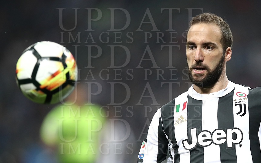 Calcio, Serie A: Inter - Juventus, Milano, stadio Giuseppe Meazza (San Siro), 28 aprile 2018.<br /> Juventus' Gonzalo Higuain in action during the Italian Serie A football match between Inter Milan and Juventus at Giuseppe Meazza (San Siro) stadium, April 28, 2018.<br /> UPDATE IMAGES PRESS/Isabella Bonotto