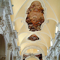 Noto il famoso paese tutelato dall'Unesco per l'architettura barocca..Il soffitto affrescto della chiesa di San Carlo..Noto, the famous village protected from Unesco for his baroque architecture..The frescos of the ceiling in San Carlo church.