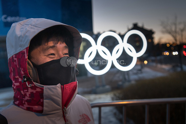 A man protecting himself from the cold with a mask in Pyeongchang, South Korea, 07 February 2018. The Pyeongchang 2018 Winter Olympics take place between 09 and 25 February. Photo: Peter Kneffel/dpa /MediaPunch ***FOR USA ONLY***