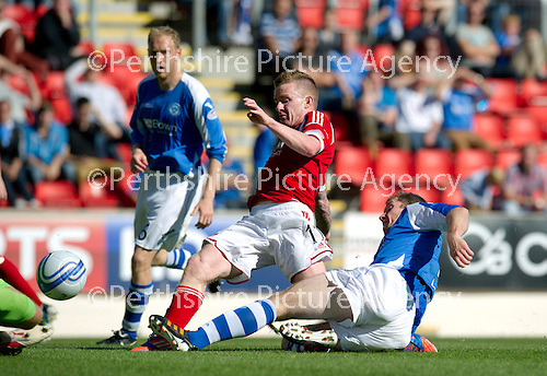 St Johnstone v Aberdeen....18.08.12   SPL.Jonny Hayes hits the post with this effort.Picture by Graeme Hart..Copyright Perthshire Picture Agency.Tel: 01738 623350  Mobile: 07990 594431