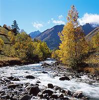 France, Provence: Alpes de Haute Provence in autumn | Frankreich, Provence: Landschaft der Alpes de Haute Provence im Herbst