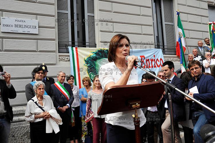 25 MAG 2012; Milano: una p.zza di Milano viene intitolata ad Enrico Berlinguer: la figlia Bianca Berlinguer