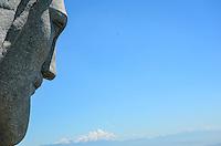 RIO DE JANEIRO, RJ, 23.01.2014 - REFORMA / CIRSTO / CORCOVADO / RJ- Alpinistas trabalham na reforma do Cristo, danificado por um raio no último temporal e para a melhoria no sistema de para-raios, no Cosme Velho, zona sul do Rio de Janeiro, na  manhã desta quinta-feira (23). (Foto: Marcelo Fonseca / Brazil Photo Press).
