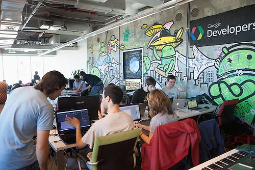 Tel Aviv, Israel, Jan 2014. Le  campus google. Les createurs peuvent y rencontrer de potentiel financeurs et assister a des conferences sur le monde des startup