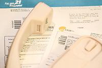 RIO DE JANEIRO, RJ, 03 AGOSTO 2012 -IMPOSTOS NA CONTA DE TELEFONE - A carga de impostos sobre os servicos de telefonia no Pais e de cerca de 45,4% da conta. Segundo estimativa do Jornal Nacional, de materia veiculada nesta sexta-feira A noite, a cada R$ 100 em uma conta, de R$ 38 a R$ 40 vao para o pagamento de tributos.(FOTO: MARCELO FONSECA / BRAZIL PHOTO PRESS).