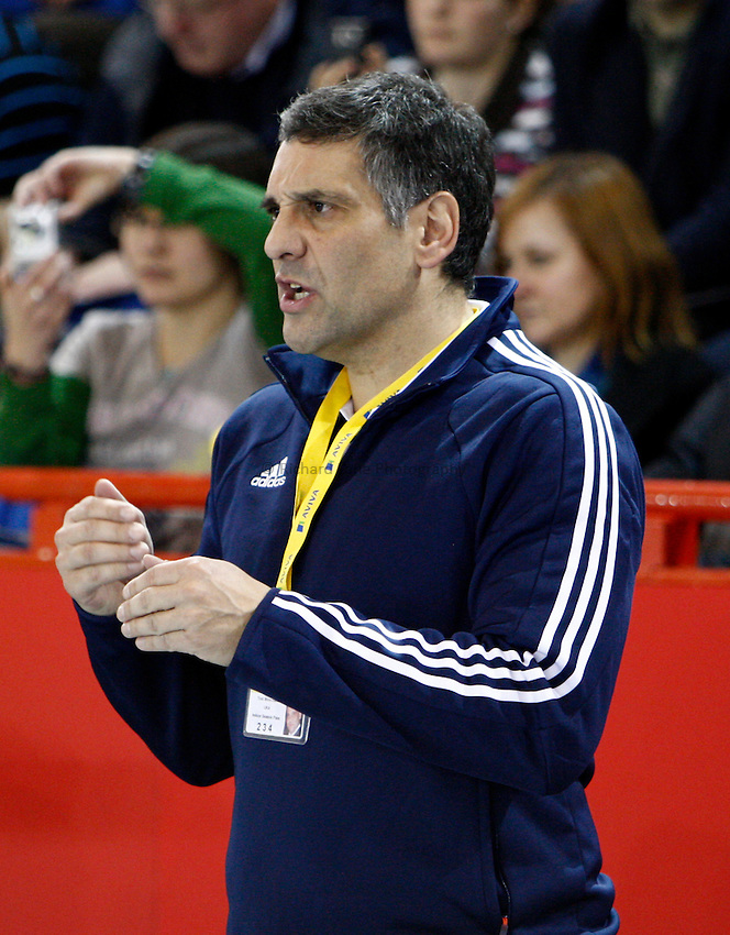 Photo: Richard Lane/Richard Lane Photography. Aviva International Match. 30/01/2010. Athletics coach, Tony Minichello.