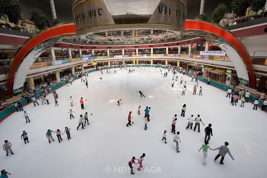 Jamsil. Lotte World. Indoor ice-skating rink.