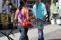MOGI DAS CRUZES,SP,28 DE FEVEREIRO DE 2012,CLIMA TEMPO MOGI DAS CRUZES SP,Altas temperaturas voltam e o jeito e se refrescar com agua gelada,sorvetes e afins para espantar o calor nesta terça-28 no centro de mogi das cruzes SP,FOTO:WARLEY LEITE-BRAZIL PHOTO PRESS