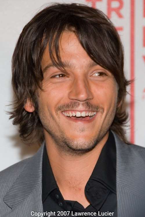Actor Diego Luna arrives at the SOS short film program on the opening night of the Tribeca Fim Festival April 25, 2007, at the Tribeca Performing Arts Center in New York City.  (Pictured : DIEGO LUNA).