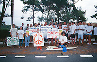 Anti-nuclear protest by professional surfers at house of French Prime Minister in Hossegor 1995..photo:  joliphotos.com