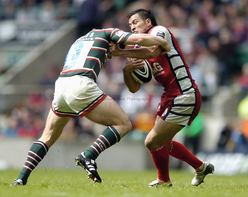 Photo: Jonathan Butler..Gloucester Rugby v Leicester Tigers. Guinness Premiership Final. 12/05/2007..Willie Walker of Gloucester hands off Dan Hipkiss of Leicester.