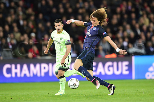 06.04.2016. Paris, France. UEFA CHampions League, quarter-final. Paris St Germain versus Manchester City.  David Luiz (PSG) challenged by Sergio Aguero (Manchester City)