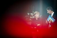 Bundeskanzlerin Angela Merkel (CDU) und Christoph Heusgen, au&szlig;en- und sicherheitspolitischer Berater von Bundeskanzlerin Angela Merkel warten am Mittwoch (17.09.14) in Berlin auf den Emir des Staates Katar, Scheich Tamim bin Hamad bin Khalifa al Thani.<br /> Foto: Axel Schmidt/CommonLens