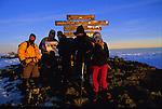 .Cris de joie, embrassades et photos souvenirs sous le panneau de bois celebrant le plus haut point d'Afrique. Le pic d'Uhuru (pic de la Liberte) à 5895 m, c est la recompense tant attendue après une semaine de marche et d efforts.