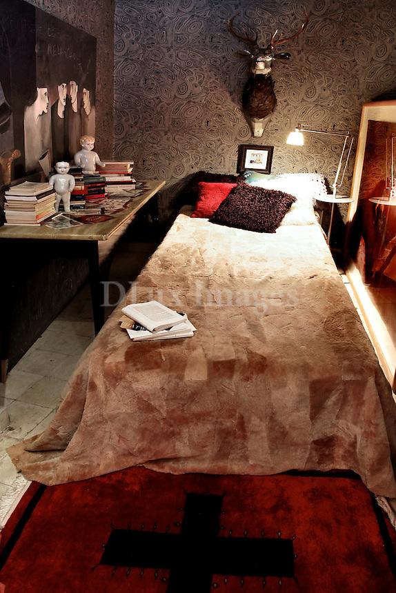 modern art deco bedroom
