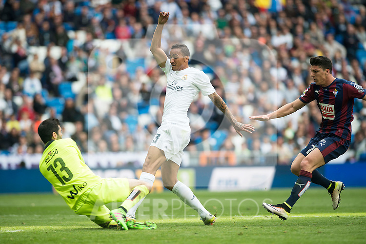 Real Madrid's Danilo da Silva and Sociedad Deportiva Eibar's Asier Riesgo and Ander Capa during La Liga match. April 09, 2016. (ALTERPHOTOS/Borja B.Hojas)