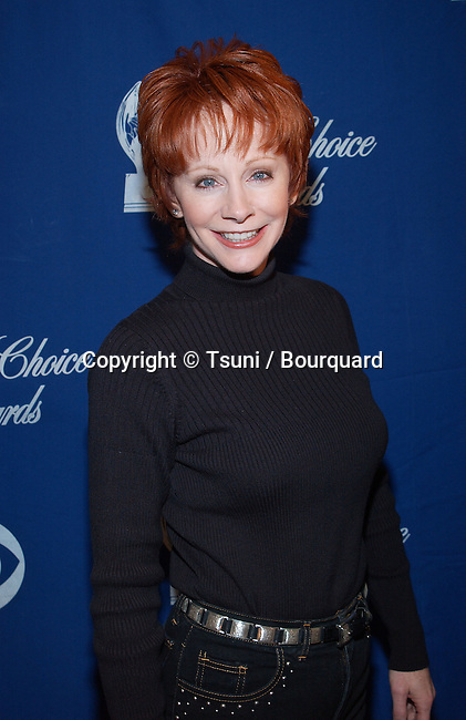 Reba McEntire was presenting the nominees for the 28th People's  Choice Awards at the Beverly Hilton in Los Angeles. November 27, 2001.          -            McEntireReba02B.jpg
