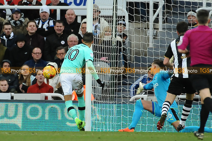 Thomas Ince of Derby County misses a great chance to equalise during Newcastle United vs Derby County, Sky Bet EFL Championship Football at St. James' Park on 4th February 2017