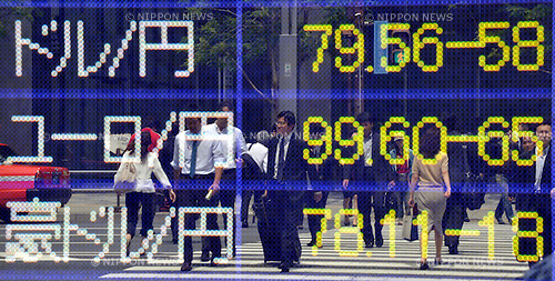 May 29, 2012, Tokyo, Japan - The Euro is traded in the mid-99 yen level after slipping below the 100-yen mark in the morning session on the Tokyo foreign exchange market on Tuesday, May 29, 2012, near a four-month low of 99.37 yen hit last week. (Photo by Natsuki Sakai/AFLO)