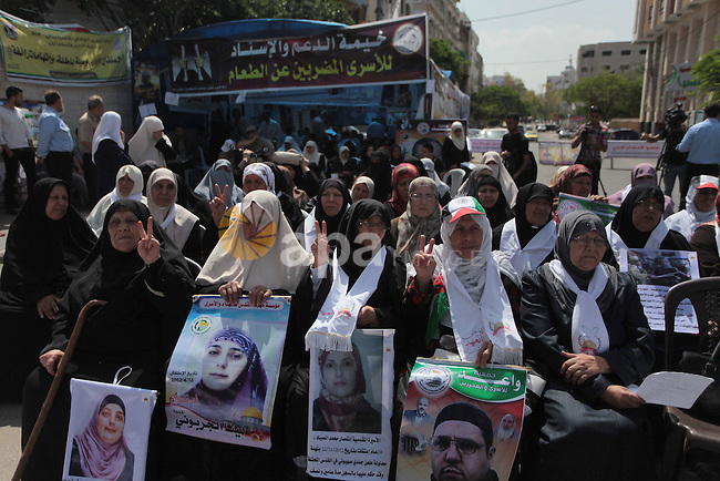 Palestinians take part a protest during a rally in Gaza City on May 22, 2014 to express solidarity with Palestinian prisoners on hunger strike in Israeli jails. In late March, Israel had refused to release as promised a last group of Palestinian prisoners, and announced plans for 700 new settlers homes, prompting the Palestinians to then seek to join 15 UN conventions. Photo by Ashraf Amra