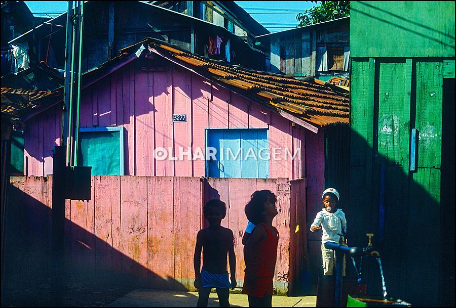 Crianças na favela de Vila Prudente. São Paulo. 1978. © Juca Martins.