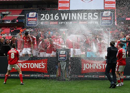 03.04.2016. Wembley Stadium,  London, England. Johnstones Paint Trophy Football Final Barnsley versus  Oxford Utd. Barnsley Celebrate winning the Trophy