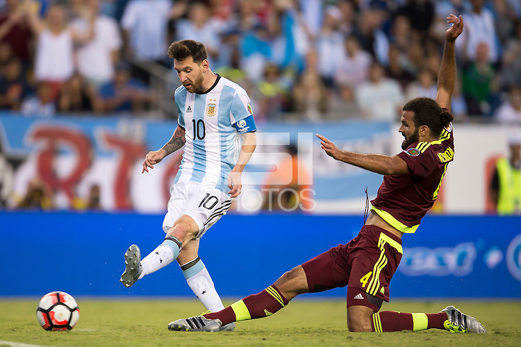 Action photo during the match Argentina vs Venezuela at Gillette Stadium Copa America Centenario 2016. ---Foto de accion durante el partido Argentina vs Venezuela, En el Estadio Gillette. Partido Correspondiante a los Cuartos de Final de la Copa America Centenario USA 2016, en la foto:Lionel  Messi<br /> --- - 18/06/2016/MEXSPORT/Osvaldo Aguilar.