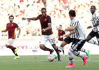 Calcio, Serie A: Roma vs Juventus. Roma, stadio Olimpico, 30 agosto 2015.<br /> Roma&rsquo;s Seydou Keita, center, in action during the Italian Serie A football match between Roma and Juventus at Rome's Olympic stadium, 30 August 2015.<br /> UPDATE IMAGES PRESS/Isabella Bonotto