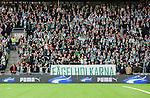 Stockholm 2015-10-25 Fotboll Allsvenskan Hammarby IF - Malm&ouml; FF :  <br /> Hammarbys supportrar p&aring; l&auml;ktare p&aring; Tele2 Arena och med en banderoll med texten F&aring;gelholkarna under matchen mellan Hammarby IF och Malm&ouml; FF <br /> (Foto: Kenta J&ouml;nsson) Nyckelord:  Fotboll Allsvenskan Tele2 Arena Hammarby HIF Bajen Malm&ouml; FF MFF supporter fans publik supporters Puma