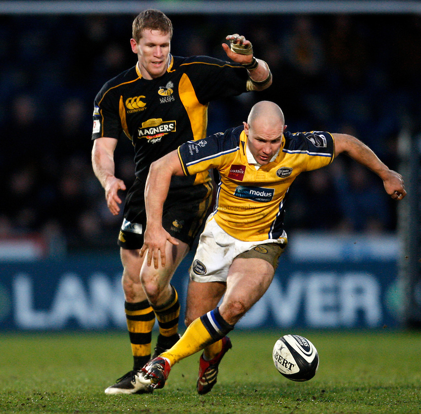 Photo: Richard Lane..London Wasps v Leeds Carnegie. Guinness Premiership. 05/01/2008..Leeds' James Brooks goes for the ball as Wasps' Tom Rees challenges.