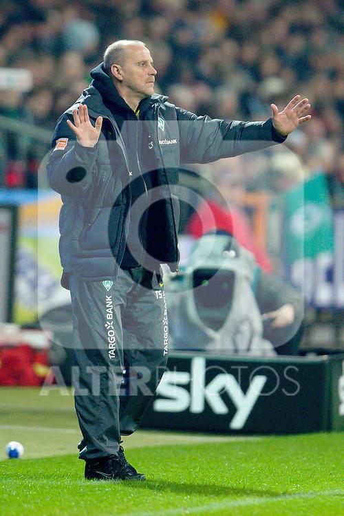 12.03.2011, Weserstadion, Bremen, GER, 1.FBL, Werder Bremen vs Borussia Moenchengladbach, im Bild  Thomas Schaaf ( Werder  - Trainer  COACH)   Foto © nph / Kokenge