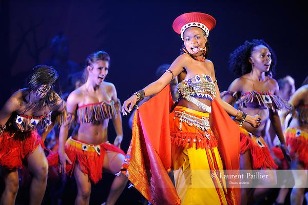 AFRICAN FOOTPRINT....Choregraphie : MATAMELA David RAKUSIN Debbie..Lieu : Casino de Paris..Ville : Paris..Le : 06 03 2010..© Laurent PAILLIER / photosdedanse.com..All rights reserved
