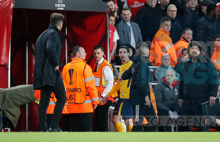 Atletico's Sime Vrsaljko gets sent off during the Europa League Semi Final 1st Leg, match at the Emirates Stadium, London. Picture date: 26th April 2018. Picture credit should read: David Klein/Sportimage