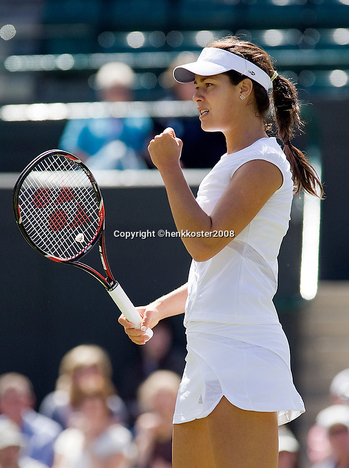 25-6-08, England, Wimbledon, Tennis, Anna Ivanovic makes it to the third round