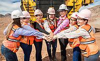 Portrait of mining women next to a mine truck, Yucle Komatsu.<br /> <br /> Retrato de mujeres mineras junto a un camion de mina, Yucle komatsu.<br /> (Foto: Luis Gutierrez / NortePhoto)