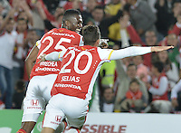 BOGOTÁ -COLOMBIA, 19-07-2015. Yair Arrechea jugador de Independiente Santa Fe celebra el segundo gol de su equipo anotado a Cucuta Deportivo durante partido entre Independiente Santa Fe y Cucuta Deportivo por la fecha 2 de la Liga Aguila II 2015 jugado en el estadio Nemesio Camacho El Campin de la ciudad de Bogota. / Yair Arrechea (L) player of Independiente Santa Fe celebrates the second goal o his team scored to Cucuta Deportivo during a match between Independiente Santa Fe and Cucuta Deportivo for the second date of the Liga Aguila II 2015 played at the Nemesio Camacho El Campin Stadium in Bogota city. Photo: VizzorImage/ Gabriel Aponte / Staff