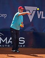 September 01, 2014,Netherlands, Alphen aan den Rijn, TEAN International, Umpire Frits in function as ballboy<br /> Photo: Tennisimages/Henk Koster