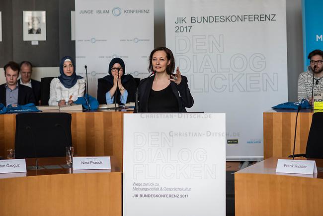 Bundeskonferenz der &quot;Jungen Islam Konferenz&quot; (JIK) vom 24. bis 26. Maerz 2017 in Berlin.<br /> Ca. 50 Junge Menschen verschiedener Religionen trafen sich zu der Bundeskonferenz im Deutschen Bundestag.<br /> Am Eroeffnungstag sprach die Staatsministerin fuer Integration, Aydan Oezoguz (SPD) zu den Konferenz-Teilnehmern.<br /> Im Bild: Tina Prasch, Leiterin der JIK.<br /> 24.3.2017, Berlin<br /> Copyright: Christian-Ditsch.de<br /> [Inhaltsveraendernde Manipulation des Fotos nur nach ausdruecklicher Genehmigung des Fotografen. Vereinbarungen ueber Abtretung von Persoenlichkeitsrechten/Model Release der abgebildeten Person/Personen liegen nicht vor. NO MODEL RELEASE! Nur fuer Redaktionelle Zwecke. Don't publish without copyright Christian-Ditsch.de, Veroeffentlichung nur mit Fotografennennung, sowie gegen Honorar, MwSt. und Beleg. Konto: I N G - D i B a, IBAN DE58500105175400192269, BIC INGDDEFFXXX, Kontakt: post@christian-ditsch.de<br /> Bei der Bearbeitung der Dateiinformationen darf die Urheberkennzeichnung in den EXIF- und  IPTC-Daten nicht entfernt werden, diese sind in digitalen Medien nach &sect;95c UrhG rechtlich geschuetzt. Der Urhebervermerk wird gemaess &sect;13 UrhG verlangt.]