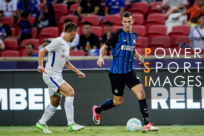 FC Internazionale Forward Ivan Perisic (R) plays against Chelsea Defender Cesar Azpilicueta (L) during the International Champions Cup 2017 match between FC Internazionale and Chelsea FC on July 29, 2017 in Singapore. Photo by Marcio Rodrigo Machado / Power Sport Images