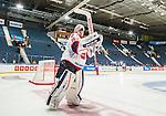 Stockholm 2014-09-11 Ishockey Hockeyallsvenskan AIK - S&ouml;dert&auml;lje SK :  <br /> S&ouml;dert&auml;ljes m&aring;lvakt Tim Sandberg tackar supportrar efter matchen<br /> (Foto: Kenta J&ouml;nsson) Nyckelord:  AIK Gnaget Hockeyallsvenskan Allsvenskan Hovet Johanneshovs Isstadion S&ouml;dert&auml;lje SK SSK jubel gl&auml;dje lycka glad happy