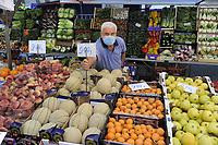 - Milano, riapertura dei mercati di strada com tutte le misure di sicurezza dopo due mesi di blocco per l'epidemia di Coronavirus<br /> <br /> - Milan, reopening of street markets with all security measures after two months of lockdown for the Coronavirus epidemic