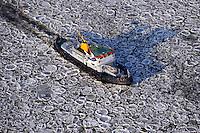 Eisbrecher: EUROPA, DEUTSCHLAND, SCHLESWIG- HOLSTEIN, NIEDERSACHSEN(EUROPE, GERMANY), 08.01.2009: Eisbrecher auf der Elbe,  Beseitigung, Fahrsicherheit, brechen, Eisschollen auf der Elbe bei Geesthacht, rund, bizarre Form, Deutschland, Schleswig, Holstein, Behinderung, Eis, Fahrrinne, Winter, kalt, Kaelte, vereister, Fluss, Natur, vereist, vereiste, eisig, Elbe, Wasser, gefroren, frieren, Eisscholle, Eisschollen, Scholle, Schollen, Wetter, zugefroren, Form, Luftbild, Luftansicht, Luftaufnahme .c o p y r i g h t : A U F W I N D - L U F T B I L D E R . de.G e r t r u d - B a e u m e r - S t i e g 1 0 2, .2 1 0 3 5 H a m b u r g , G e r m a n y.P h o n e + 4 9 (0) 1 7 1 - 6 8 6 6 0 6 9 .E m a i l H w e i 1 @ a o l . c o m.w w w . a u f w i n d - l u f t b i l d e r . d e.K o n t o : P o s t b a n k H a m b u r g .B l z : 2 0 0 1 0 0 2 0 .K o n t o : 5 8 3 6 5 7 2 0 9.V e r o e f f e n t l i c h u n g  n u r  m i t  H o n o r a r  n a c h M F M, N a m e n s n e n n u n g  u n d B e l e g e x e m p l a r !.